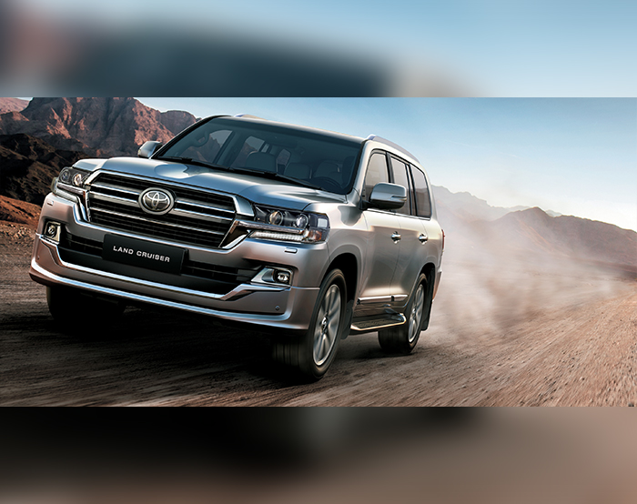 toyota s legendary king goes urban with the 2019 land cruiser grand touring edition arabwheels. Black Bedroom Furniture Sets. Home Design Ideas